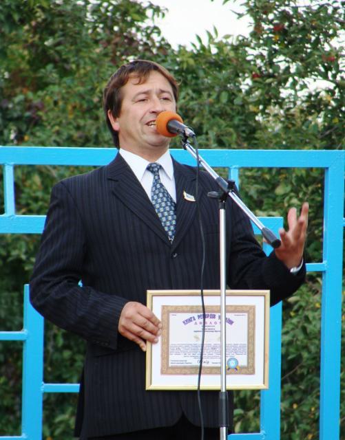 Автор ідеї рекорду Олександр Шустерук виступає перед земляками