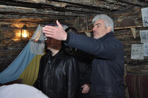 Нардеп Віктор Матчук показував колезі Тарасу Стецьківу відбудовану криївку