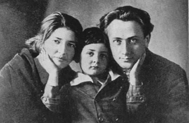 Валер'ян Поліщук із дружиною та сином. 1927 рік