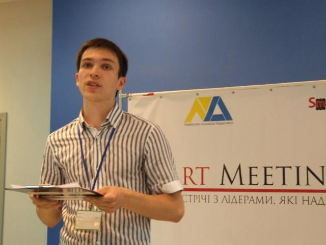 """Лідер молодіжної організації """"Smart People"""" Тарас Комаренко каже: перший сезон """"Smart Meetings"""" організатори жартома називали маркетинговим, натомість другий претендує на статус управлінського: серед гостей зустрічей, які вже відбулись і ще відбуватимуться цьогоріч - банкіри, політики і навіть топ-менеджери іноземних компаній!"""