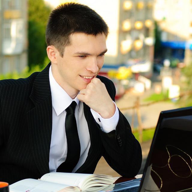 """Лідер молодіжної організації """"Smart People"""" Тарас Комаренко - один із тих випускників ШУЖ, чиї досягнення викликають особливу гордість і повагу організаторів проекту"""