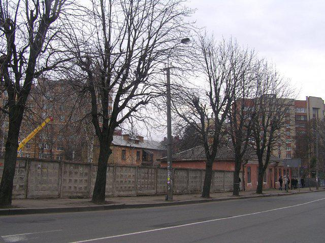 Така огорожа стояла на вулиці Чорновола в листопаді 2012 року...