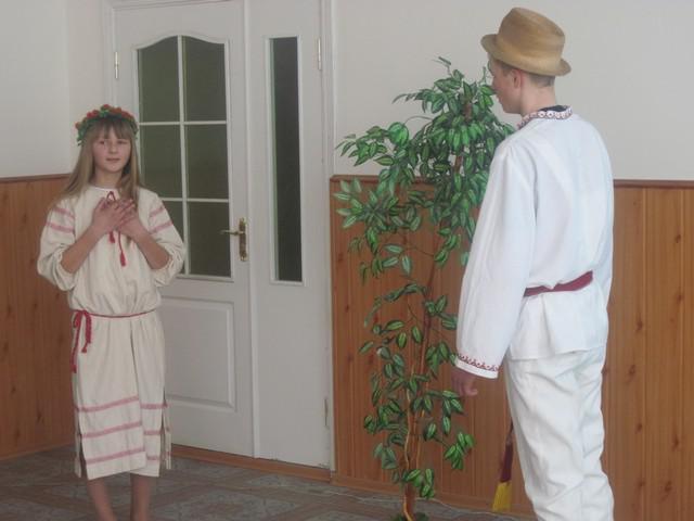Під час літературно-мистецького свята на честь Лесі Українки виступають школярі Млинівщини, де поетеса записувала народні обряди