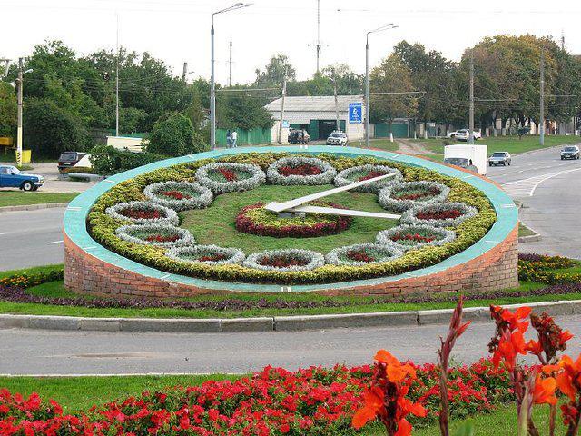 А от у Тернополі тільки облаштовують квітковий годинник. У парку біля  Співочого поля незабаром з явиться декоративна новинка 23e205f31004b