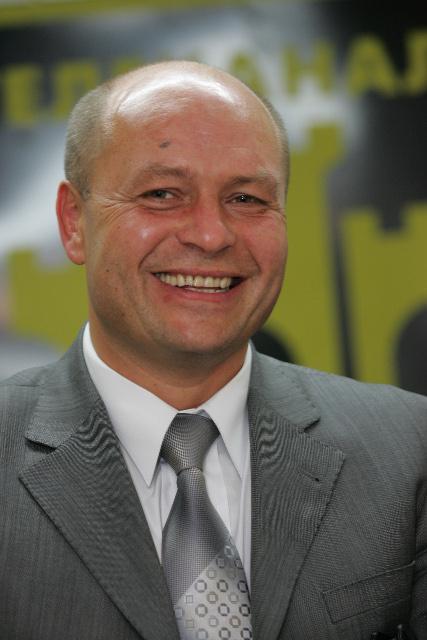 """У 2002-2013 роках Рівненську обласну організацію НРУ очолює Валентин Королюк. Влітку 2013-го він оголошує про перехід до """"Батьківщини"""""""