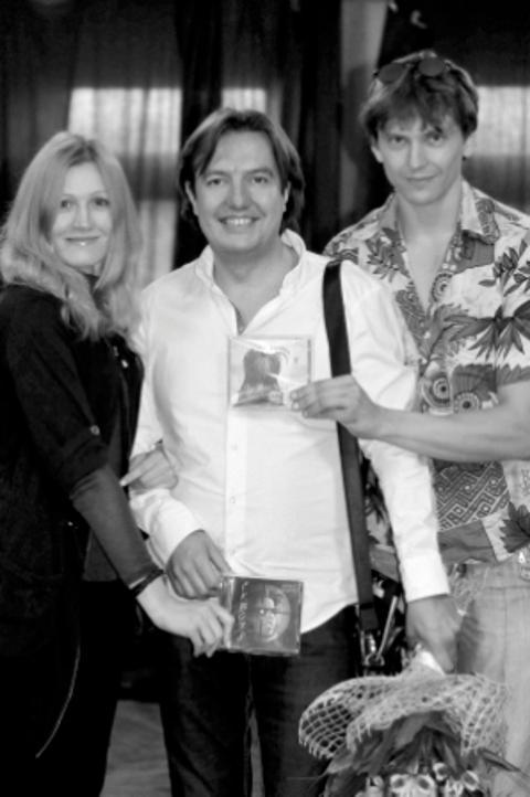 """Фото Олександр Майструк<br /> Фото з акторами Катериною Лапіною та Станіславом Лозовським, що брали участь у запису аудіо книги """"Сквозь"""""""
