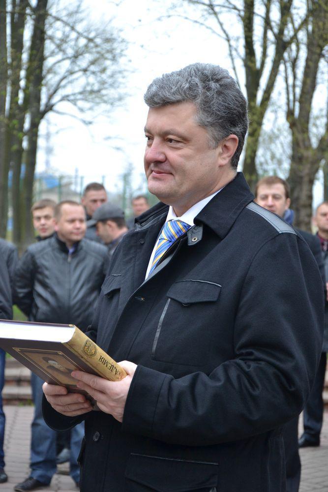 Петро Порошенко під час візиту до Острозької академії в квітні 2014 р. Фото з сайту Острозької академії