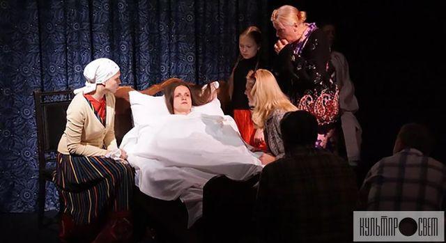 """Сцена із вистави """"Останній строк"""" Рівненського облмуздрамтеатру"""