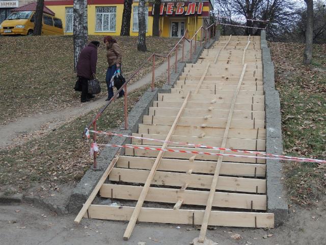 Ремонт аварійних сходів - це запорука зручності і безпеки для сотень мешканців вулиць Данила Галицького та Київської