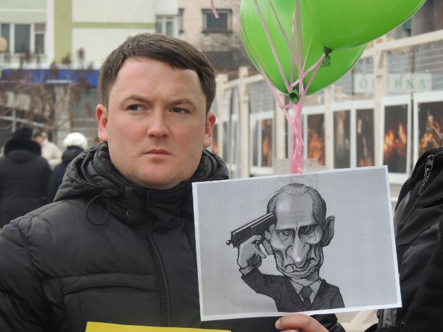 Депутат Рівнеради Олександр Курсик готується запустити кульки