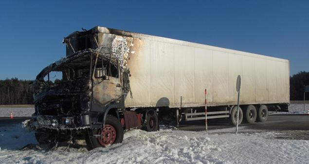 Під час зіткнення зі Спринтером кабіна фури загорілася. Фото СК