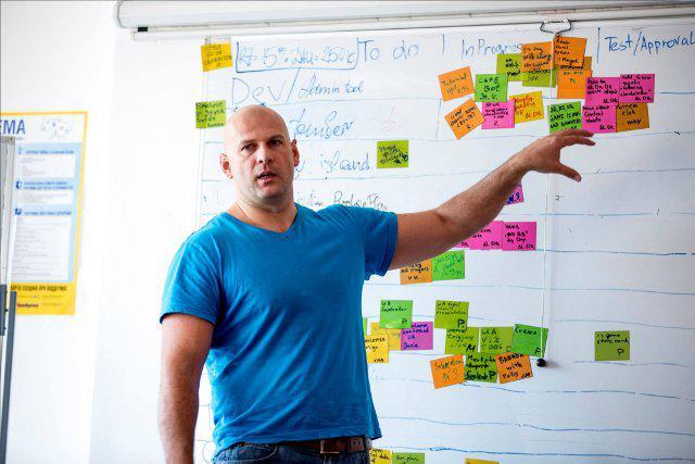 Тарас Тарасов розповідає про управління проектами в ігровій студії MBA-студентам Києво-Могилянської бізнес-школи