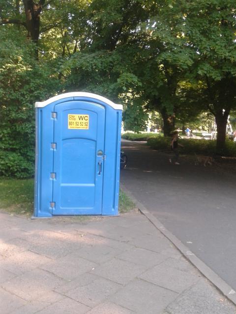 Біотуалет у парку Варшави