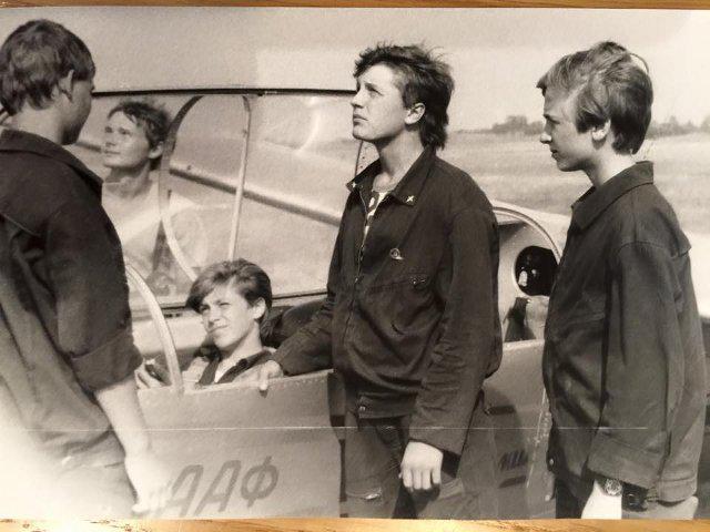Олексій Кособуцький (крайній праворуч) під час занять у Рівненському авіаспортклубі, 1988 рік
