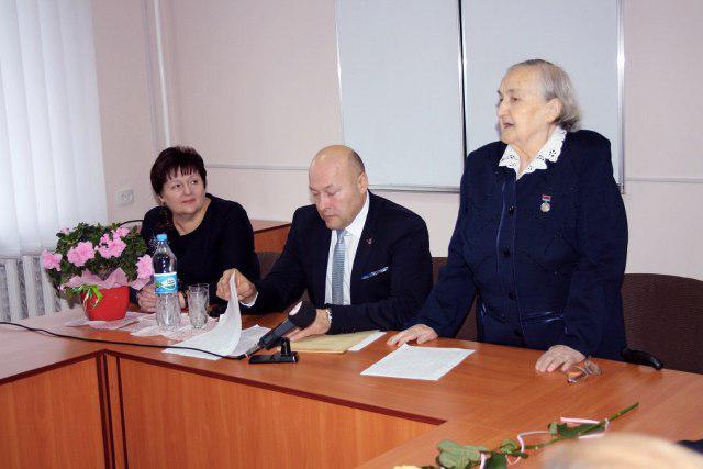 Віра Мойсеївна Карпук ділиться досвідом із вчителями у Волинському обласному інституті післядипломної педагогічної освіти